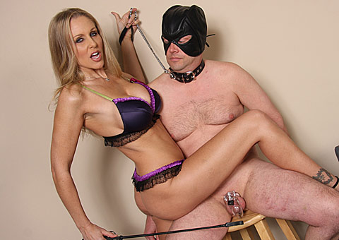 Buty MILF Julia Ann goes black in front of an enslaved cuckold from Cuckold Sessions